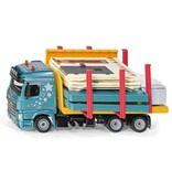 Transport vrachtwagen met prefabhuis