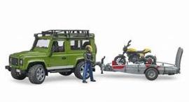 Land rover met aanhanger en motor