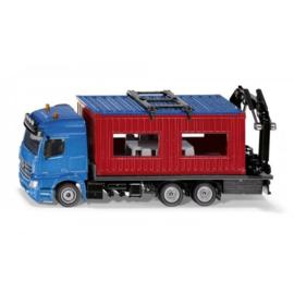 Mercedes met bouwcontainer