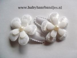 3 cm baby haarknipje witte bloem.