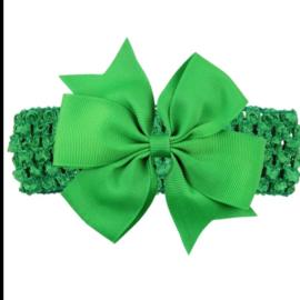 Gehaakte groene haarband met strik.