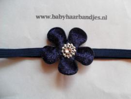 Super smal donker blauw baby haarbandje met bloemetje.