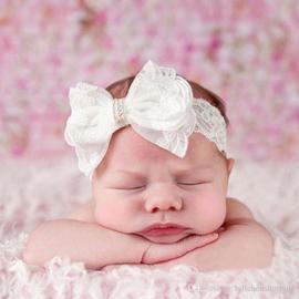 Wit kanten baby haarband met strik.