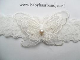 Voor de allerkleinste kanten haarband in gebroken wit met vlindertje.