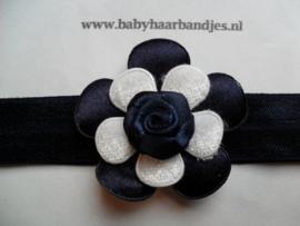 Voor de allerkleinste donker blauw haarbandje met bloem.