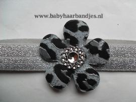 Voor de allerkleinste zilveren haarbandje met bloem.