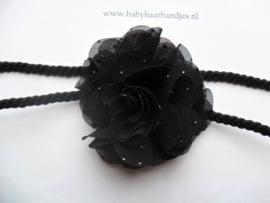 Super smal zwart gevlochten baby haarbandje met toefje.