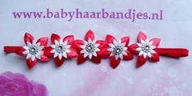 Super smal rood baby haarbandje met bloemetjes.