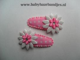 3 cm gestippeld haar knipje met wit/roze bloemetje.
