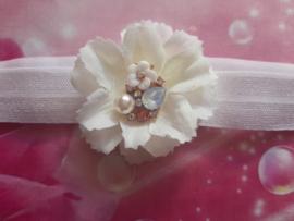 Voor de allerkleinste wit haarbandje met bloem en steentjes.