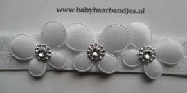 Smalle witte baby haarband met vlindertjes.