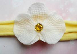 Voor de allerkleinste geel nylon haarbandje met orchidee.