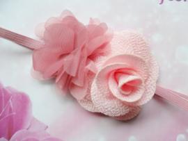 Super smal  roze baby haarbandje met bloemen.
