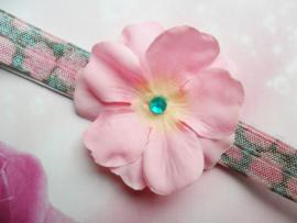 Voor de allerkleinste groen/roze haarbandje met roze bloem.
