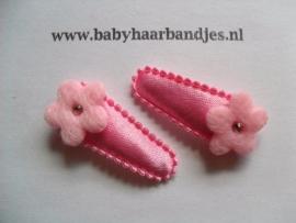 3 cm baby haar knipje roze met roze bloemetje.