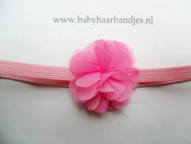 Voor de allerkleinste super smal roze haarbandje met toefje.