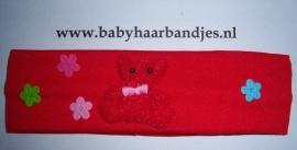 Rood haarbandje met beertje en bloemetjes.