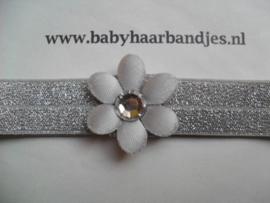 Voor de allerkleinste zilver haarbandje met bloemetje.