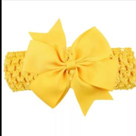 Gehaakte gele haarband met strik.