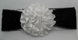 Super zachte zwarte haarband met wit rozet.