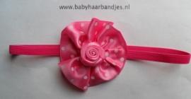 Voor de allerkleinste smal fuchsia haarbandje met rozet .
