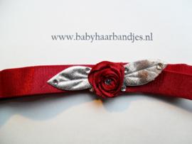 Voor de allerkleinste rood haarbandje met bloem.