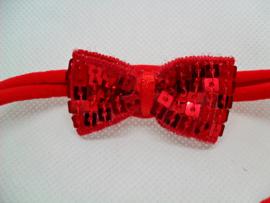 Voor de allerkleinste rood nylon haarbandje met strikje.