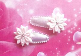 3 cm baby haar knipje wit met bloemetjes.