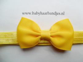 Smal gele baby haarbandje met klein strikje 7 cm.