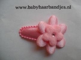 3 cm baby haar knipje roze met bloemetje.