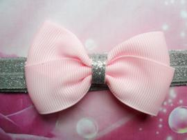 Smalle zilveren baby  haarband met roze strik.