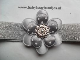 Voor de allerkleinste zilver haarbandje met bloem.