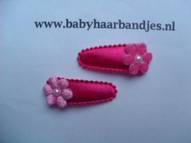 3 cm baby haarknipje fuchsia met bloemetje.
