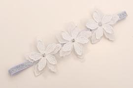 Smalle zilveren baby haarband met kanten bloemen.