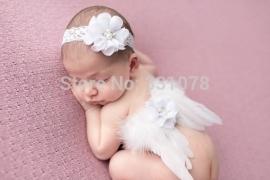 Witte baby engelen vleugels met bijpassende kanten hoofdband.