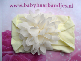 Brede zacht gele nylon baby haarband met ecru chiffon toef.