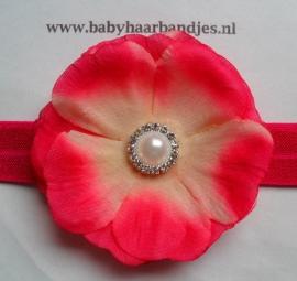 Smalle fuchsia baby haarband met bloem en strass/parel.