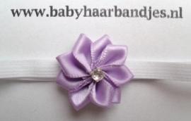 Voor de allerkleinste super smal wit haarbandje met lila bloemetje.