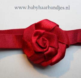 Voor de allerkleinste rood haarbandje met roosje.