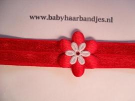 Voor de allerkleinste rood haarbandje met bloemetje.