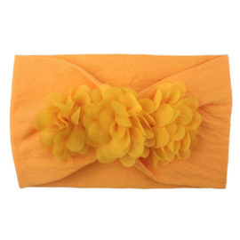 Brede oranje nylon baby haarband met 3 chiffon toefjes.