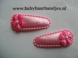 3 cm baby haar knipje met donker roze bloemetje.