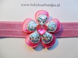 Smalle donker roze baby haarband met bloemen.