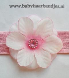 Smalle roze baby haarband met bloemetje.