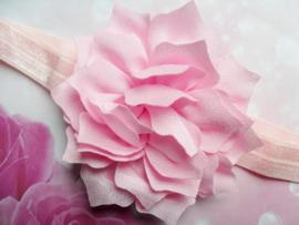 Smalle baby roze baby haarband met punt bloem.