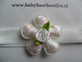 Voor de allerkleinste wit haarbandje met pailletten bloem.