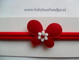 Voor de allerkleinste rood nylon haarbandje met vlindertje.