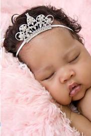 Super smal wit baby haarbandje met kroontje.