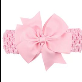 Gehaakte roze haarband met strik.