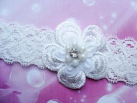 Voor de allerkleinste ecru kanten haarbandje met bloem .